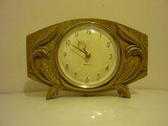 Westclox Mid Century Windup Mantel Clock. Carved wood effect Mantel Clock, Made in Scotland.