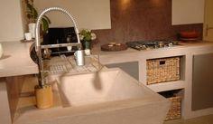 Construcción y recubrimientos de cocinas hechas a medida utilizando el cemento pulido de acabado decorativo