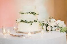 Get inspired by this stunning cake table! Thanks @weddingsbyjessee @cottonweddings @whiskbakeryhouston and @maxitflowerdesign for sharing!