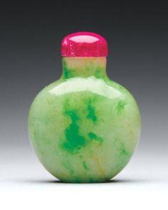 A Fine Jadeite Snuff Bottle c. 1780~1860
