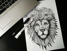 Symbole fraternité tatouage tatouage lion epaule artistique couronne de fleur tatouage lion avec couronne de fleurs pivoines