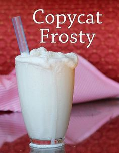 Copycat Wendy's Vanilla Frosty- the healthy version! (with sugar sub) A similar-sized Wendy's vanilla Frosty will have 400 calories, 10 grams fat, 65 grams carbohydrates and… 56 grams of sugar! This recipe yields around 3 cups at 56 cal per serving Vegan Sweets, Vegan Desserts, Healthy Desserts, Delicious Desserts, Dessert Recipes, Yummy Food, Dessert Blog, Cold Desserts, Yogurt Recipes