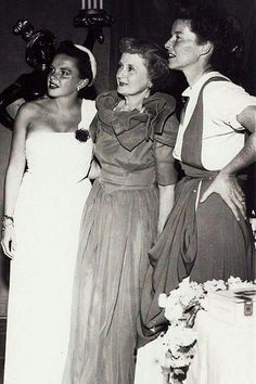 Judy, ? , and Katherine Golden Age Of Hollywood, Vintage Hollywood, In Hollywood, Classic Actresses, Actors & Actresses, Judy Garland Liza Minnelli, Billy Burke, Broadway, Katharine Hepburn