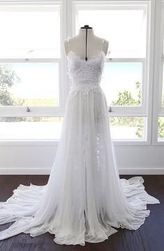 vestido-de-noiva-hollie-2.0-no-manequim-frente