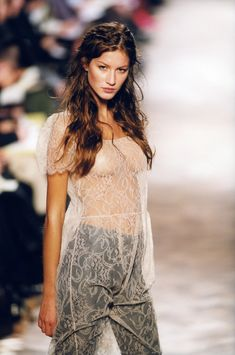 Vintage Vogue, Vintage Fashion, Clara Berry, Runway Fashion, Fashion Models, Gisele Bündchen, Elle Us, Original Supermodels, 90s Models