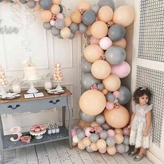 Pirei na paleta de cores e nesses baloes! Coral Baby Shower Decorations, Pink Birthday Decorations, Silver Party Decorations, Bachelorette Party Decorations, Balloon Decorations, Coral Baby Showers, Peach Baby Shower, Metallic Balloons, Pink Balloons
