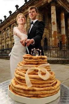 Holy eeeeffff!! A pizza wedding cake, get out!! Joel will die when I show him this, pizza is my main food group!!