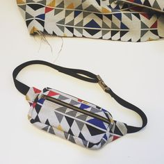 The I made a few weeks ago has really been coming in handy. Bag Patterns To Sew, Sewing Patterns, Fanny Pack Pattern, Artist Bag, Free Pattern, Projects To Try, Creative, Fennel, Crafts