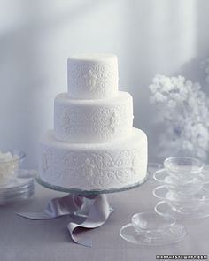 Icy and Elegant Wedding Cake #wedding #cake #winter #inspiration #details