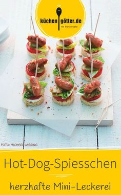 Unsere Hot-Dog-Spiesschen sin… Our recipe is quick and easy to prepare. Our hot dog skewers are simply delicious. This treat will surely not remain on your snack plate for long. Healthy Appetizers, Appetizers For Party, Appetizer Recipes, Healthy Snacks, Dog Recipes, Baby Food Recipes, Hot Dogs, Raclette Originale, Snacks Für Party