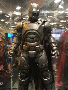 batman-v-superman-batman-armor-costumes-weapons-prop-photos7