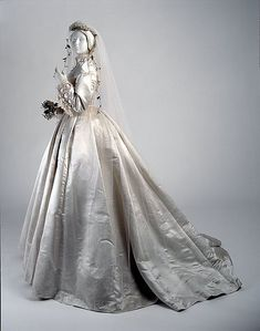 Wedding Dress, 1866 Ivory satin Victorian bridal gown from the Musee McCord. Wedding Dress, 1866 Ivory satin Victorian bridal gown from the Musee McCord. Vintage Outfits, Vintage Gowns, Vintage Mode, Vintage Bridal, Vintage Weddingdress, Bridal Gowns, Wedding Gowns, Wedding Tips, Wedding Ceremony
