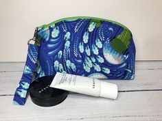 Tula Pink Zuma print fabric padded make up bag with a detachable wristlet. This is a substantial, padded bag with a zip, ideal for cosmetics. Fox Fabric, Retro Floral, Hand Wrap, Cosmetic Pouch, Change Purse, Zipper Bags, Bridesmaid Gifts, Teacher Gifts, Coin Purse