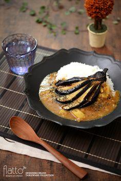 ■■ 料理:揚げ茄子のチーズカレー ■■ 和食器:黒釉輪花鉢 ■■ 作家:木下和美