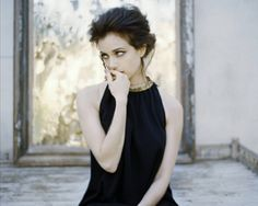 Picture of Mia Kirshner Mia Kirshner, Word Girl, My Girl, Androgynous Women, Beautiful People, Beautiful Women, Celebrity Portraits, Famous Girls, Pretty Woman