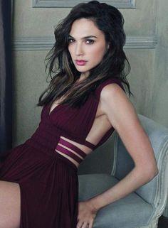 Gal Gadot (hebräisch גל גדות, geboren am 30. April 1985 in Rosch haAjin) ist ein israelisches Model und Schauspielerin.
