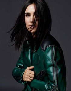 Jennifer Connelly wears sports a green moto jacket on Grazia Magazine December 2015 issue Photoshoot Paul Bettany, Best Vacation Destinations, Best Vacations, Cover Shoot, Minimal Makeup Look, Grazia Magazine, Jennifer Connelly, Celebrity Pictures, Beautiful Actresses