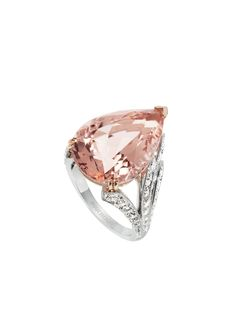 Boucheron Hotel de la Lumière Halo Delilah ring in white gold, set with white diamonds and morganite.