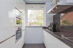keuken parallel - Google zoeken Kitchen Interior, Sweet Home, Kitchen Island, House Design, Windows, Kitchen Inspiration, Kitchen Ideas, Google, Ovens