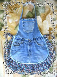 Cotton apron trim is different! cotton apron trim is different! - Cotton apron trim is different! It … cotton apron trim is different! Jean Apron, Cute Aprons, Sewing Aprons, Denim Aprons, Denim Ideas, Denim Crafts, Half Apron, Old Shirts, Aprons Vintage