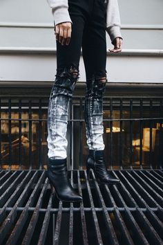 diblack dirty denim by Grouture. I really dig this paint splat /ombré/dip dye… Diy Jeans, Women's Jeans, Skinny Jeans, Denim Quilts, Painted Jeans, Painted Clothes, Denim Fashion, Womens Fashion, Fashion Trends