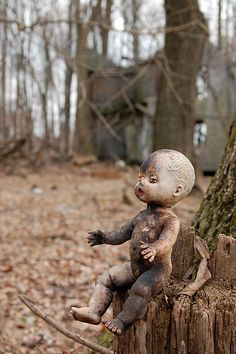 Another Creepy Toy, Patapsco Valley State Park, USA - by Frank Sheehan Creepy Photography, Horror Photography, Dark Photography, Toys Photography, Creepy Toys, Scary Dolls, Creepy Art, Abandoned Houses, Abandoned Places