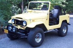 If you cant find a jeep, This is pretty cool too. Jeep Tj, Jeep Truck, 4x4 Trucks, Toyota Fj40, Toyota Fj Cruiser, Vintage Cars, Classic Cars, Monster Trucks, Vehicles