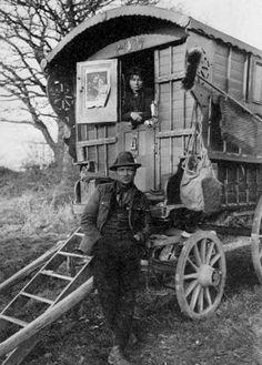 Gypsy Decor, Bohemian Gypsy, Gypsy Style, Gypsy Caravan, Gypsy Wagon, Photos Du, Old Photos, Antique Photos, Vintage Photos