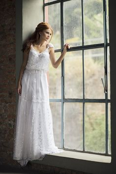 Vestido de noiva boho com tule bordado, blousé e manguinha ( Vestido: Nova Noiva | Beleza: Agência First | Foto: Larissa Felsen )