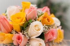 """Bouquet de rosas variadas en tonos pastel del post """"El ramo ideal para tres vestidos de novia diferentes"""" #ramodenovia #bodas"""