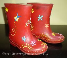 Pensez à décorer les bottes de pluie des enfants avec la DIAM'S 3D : ça tient ! Et ils auront des chaussures uniques :) Rubber Rain Boots, Diy, Shoes, Fashion, 3d Painting, Rain Boots, Thinking About You, Children, Shoe