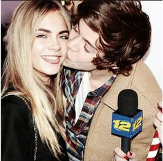 Harry Styles & Cara Delevigne I'm crying cause he wants to date her