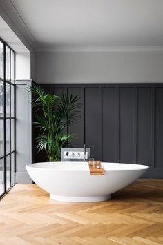 Een prachtige vrijstaande badkuip zonder hoeken en bochten ontworpen met veilig ergonomisch ontwerp. Napoli biedt een uniek stuk voor compacte ruimtes.