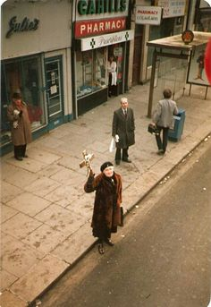 This old lady used to bash courting couples with her crucifix, on O'Connell Street Old Pictures, Old Photos, Images Of Ireland, Photo Engraving, Dublin City, Dublin Ireland, Small Towns, Childhood Memories, The Good Place