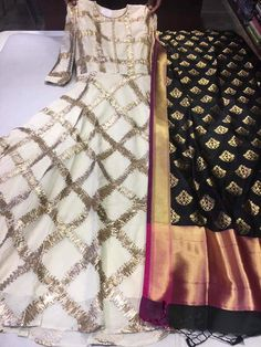 indian fashion Jewellery -- Press Visit link above for more options Pakistani Dress Design, Pakistani Dresses, Indian Dresses, Indian Outfits, India Fashion, Ethnic Fashion, Women's Fashion, Kurta Designs, Blouse Designs