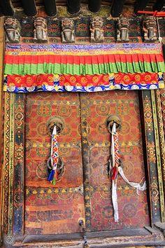 Tibet Stadtführer vermittelt Ihnen die Informationen über tibetischen Städte und Regionen.