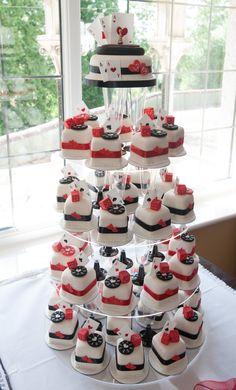 These Las Vegas mini wedding cake or cupcakes are super adorable, yet elegant.
