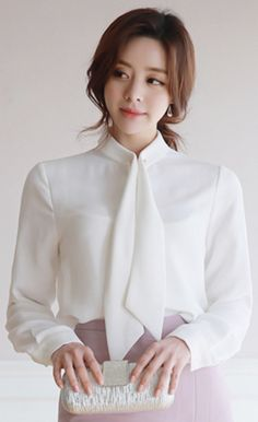Korean Blouse, Korean Fashion Dress, Asian Fashion, Classy Work Outfits, Business Casual Outfits, Business Fashion, Blouse Styles, Blouse Designs, Look Office
