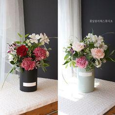 """좋아요 96개, 댓글 3개 - Instagram의 당산역 꽃날플라워스튜디오(@soeunlala)님: """". 올해 새로운 어버이날 상품 [카네이션베이스] 화병에 물꽂이 된 상품이에요 :) 상품 상세정보, 그리고 다른 상품이 궁금하시다면 저희 블로그에서 확인 가능합니다 ^^…"""" Flower Basket, Flower Boxes, Diy Flowers, Wedding Flowers, Box Roses, Ivory Wedding, Ikebana, Flower Designs, Floral Arrangements"""