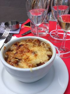 See 55 photos and 24 tips from 700 visitors to Le Bosquet. If you are in the area, you must eat here. Ravioli, Paris Itinerary, Sweet 16 Birthday, Great Restaurants, Eurotrip, Places To Eat, Macaroni And Cheese, Sweets, Breakfast