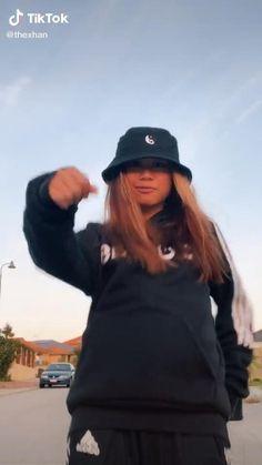 Funny Short Videos, Funny Video Memes, Stupid Funny Memes, Dance Choreography Videos, Dance Music Videos, Baile Hip Hop, Tik Tok Music, Cool Dance Moves, Flexibility Dance