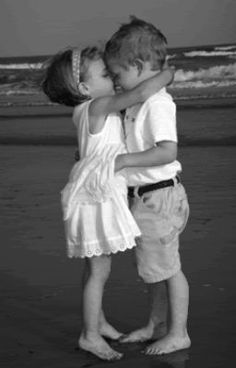 Image detail for -kids kissing on beach Pictures, Images and Photos Cute Baby Couple, Cute Couples, Beautiful Children, Beautiful Babies, Cute Kids, Cute Babies, Kids Kiss, Young Love, Belle Photo