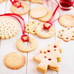 Find Christmas biscuits to make as gifts or to share round at the office or at home, including Christmas shortbread and gingerbread men Shortbread Biscuits, Shortbread Recipes, Cookie Recipes, Dessert Recipes, Desserts, Christmas Hamper, Noel Christmas, Christmas Baking, Christmas Recipes