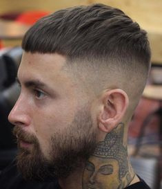 Looking for fresh fade haircut ideas? Try a high fade. Our guide will shed light on basic types of fades and help you to choose the best high fade variation that will work for you. Hairstyles Haircuts, Haircuts For Men, Straight Hairstyles, Mens Haircuts Short Undercut, Mens Hairstyles 2018 Short, Hair And Beard Styles, Curly Hair Styles, Mushroom Haircut, Popular Haircuts
