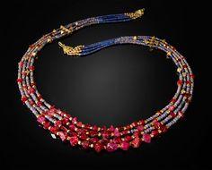 """Красный, золотой и синий ожерелье""""Красный, Золотой и Голубое ожерелье""""       красная шпинель, опал, Ляпис и Золотым бисером"""