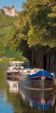 Châteaux, abbayes, petits villages, marchés fermiers : la Bourgogne éternelle se laisse découvrir au fil de l'eau ...