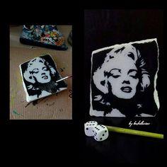 #marilynmonroe #acrylicpainting . . . . . . . .#stoneart #marble #painting #pictur #paint #design #handmade #art #original #doğal #tasarım #sanat #drawing #amazing #elsanatı #hediye #kisiyeozel #farklı #taşboyama #blackwhite #instalike #day #sipariş #resim @artistssellingart_com #elyapımı #naturel . . . . . .
