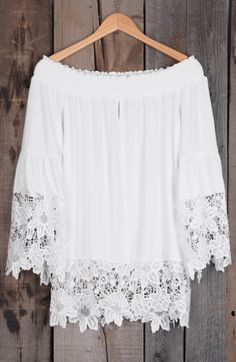 Class your day up with the help of this pretty lace top! The pure white color is a total dream regardless of season and allows for many different options when it comes to accessorizing.