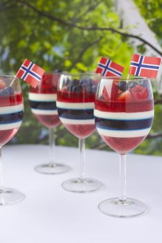 of May Gelé og pannacotta dessert med en liten kreativ vri til mai❤ Panna Cotta, Norwegian Food, Scandinavian Food, Pot Pasta, Good Food, Yummy Food, Seasonal Food, Brunch, Desert Recipes