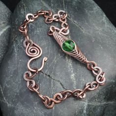 This delicate bracelet is handmade from hammered copper figure-of-eight links & jump rings. I've created a feature link by wrapping an emerald green faceted glass bead in a herringbone weave & added this into the centre of the bracelet. The bra. Wire Weaving, Copper Color, Beautiful Gifts, Ear Warmers, Organza Bags, Wire Wrapped Jewelry, Deep Purple, Silver Beads, Link Bracelets